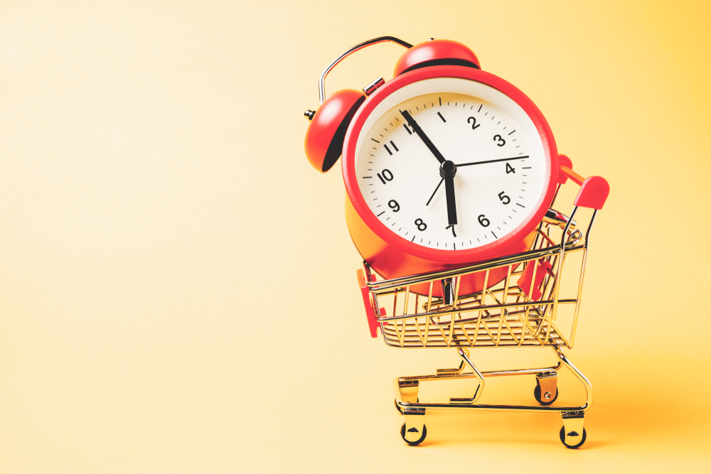 Buy,Time,,Shopping,Cart,With,Red,Vintage,Alarm,Clock,Show